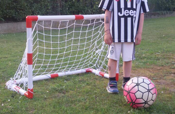 Immagini Di Calcio Per Bambini : Calcio per bambini di anni nasce la scuola per portieri destinata